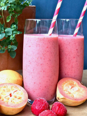 strawberry-guava-smoothie